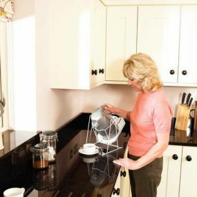 Deluxe Cordless Kettle Tipper